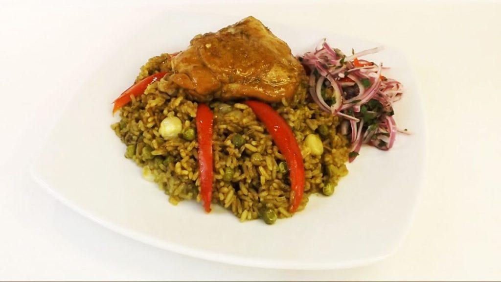 preparación del arroz con pollo