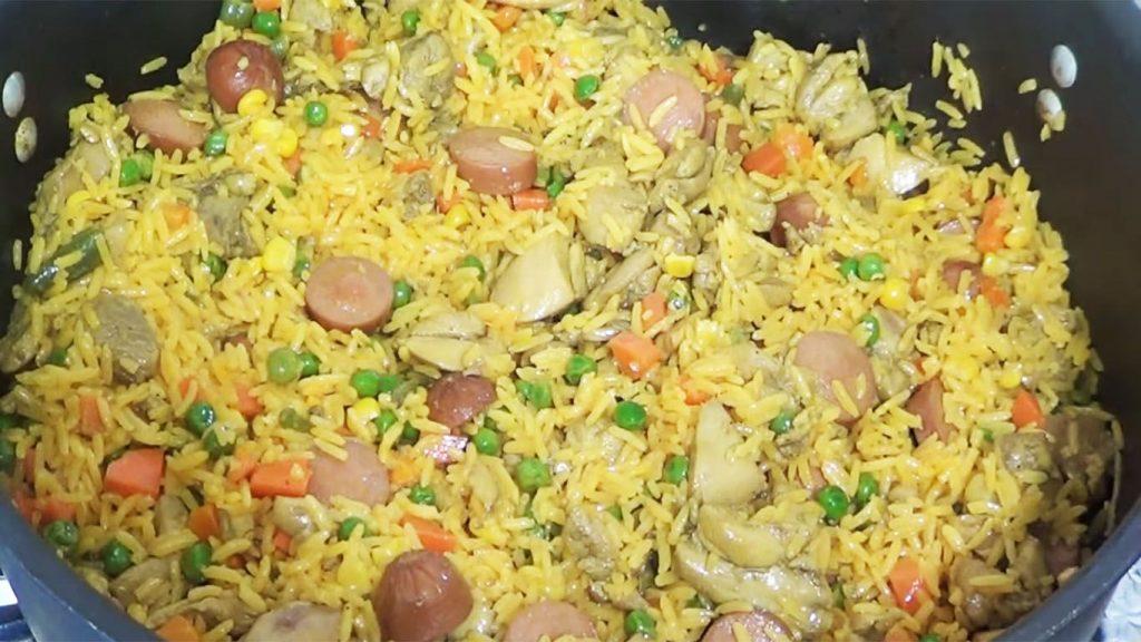 arroz con pollo estilo venezolano
