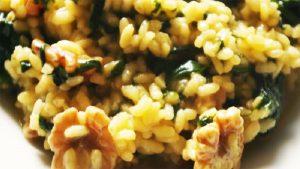 imagen de arroz con espinacas y nueces