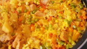 imagen de arroz a la jardinera con carne