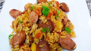 imagen de arroz a la milanesa con salchichas