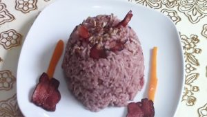 imagen de arroz árabe con aceitunas