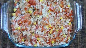 imagen de arroz con atun y tomate