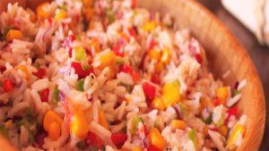 imagen de arroz con atun y verduras