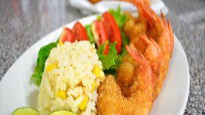 imagen de arroz con camarones apanados