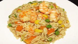 imagen de arroz con camarones y verduras