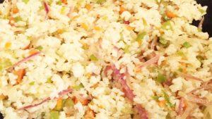 imagen de arroz con coliflor y atun