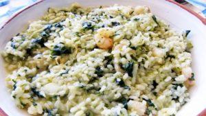 imagen de arroz con espinacas y gambas