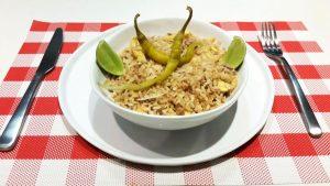 imagen de arroz con huevo y atún