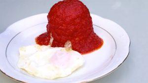 imagen de arroz con huevo y tomate