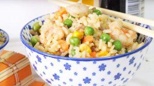 imagen de arroz con verduras y gambas