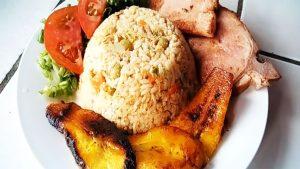 imagen de arroz tapado con atun
