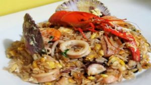 imagen de arroz chaufa con mariscos